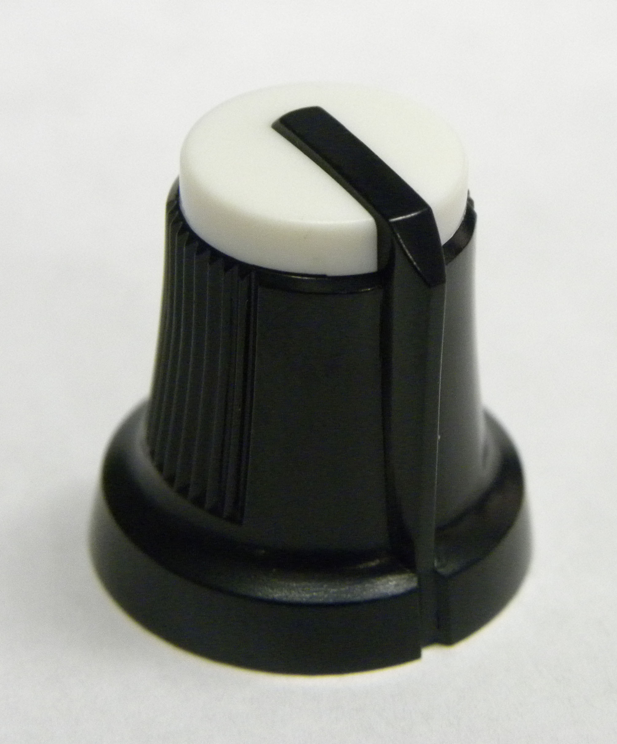 akai-mpc-2500-5000-black-knob-white-top-fits-older-models